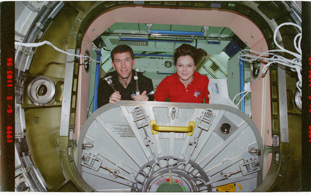 STS096-383-020 - STS-096 - PLT Husband and MS Jernigan perform IFM on Node 1/Unity aft hatch