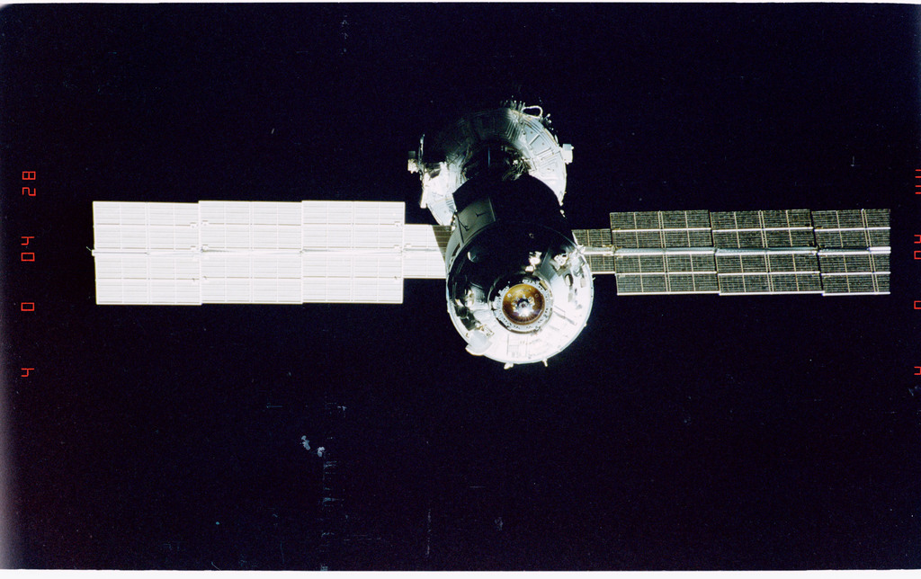 STS096-405-004 - STS-096 - End-on view of the ISS during fly-around