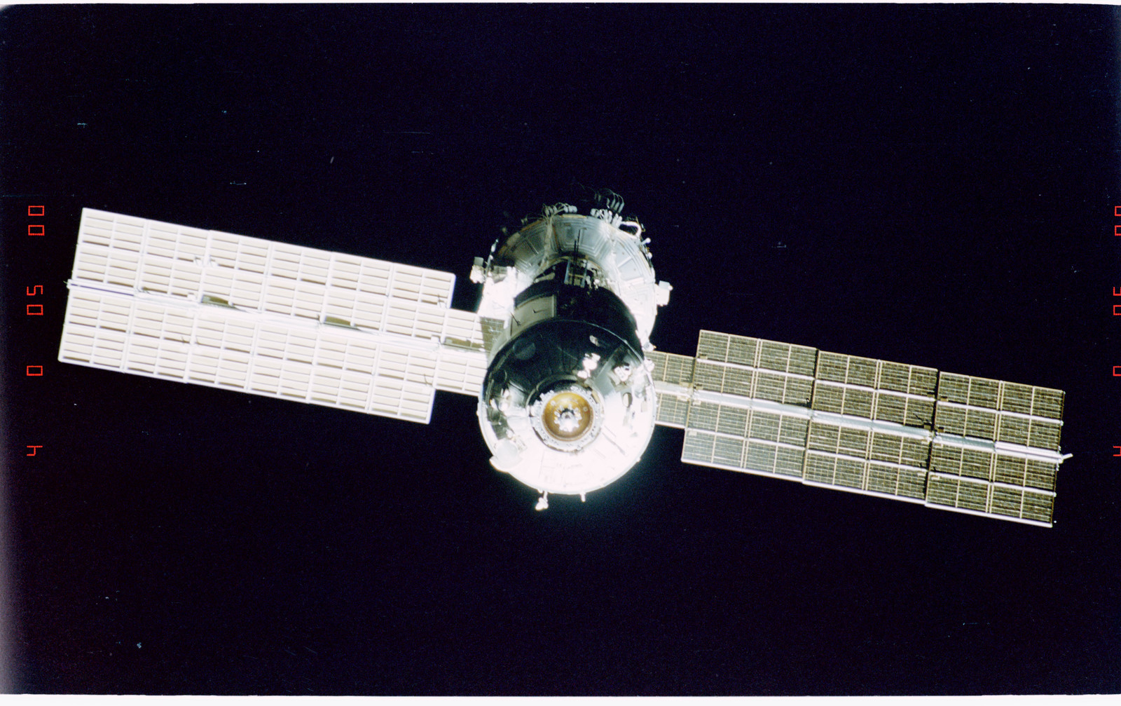 STS096-405-009 - STS-096 - End-on view of the ISS during fly-around