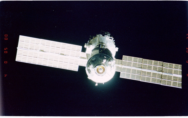 STS096-405-010 - STS-096 - End-on view of the ISS during fly-around