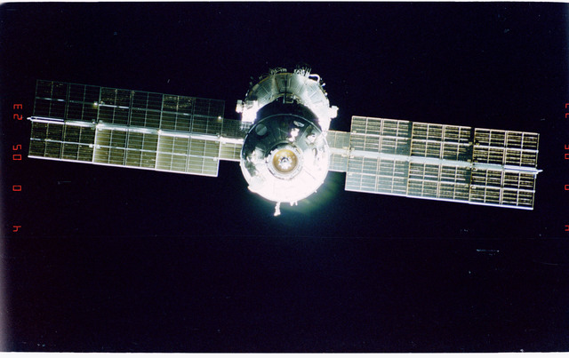 STS096-405-011 - STS-096 - End-on view of the ISS during fly-around