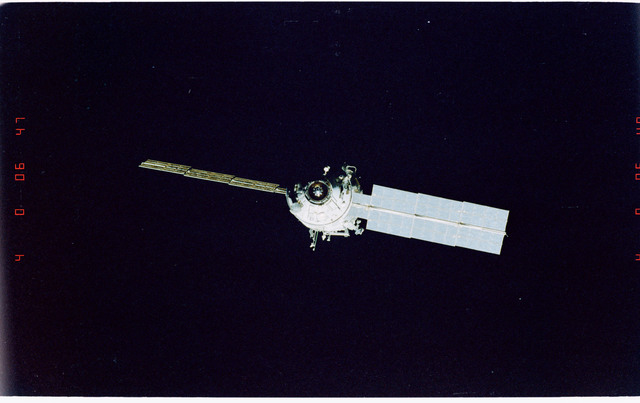STS096-405-029 - STS-096 - End-on view of the ISS during fly-around