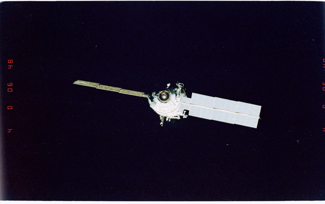 STS096-405-030 - STS-096 - End-on view of the ISS during fly-around