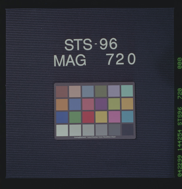 STS096-720-000 - STS-096
