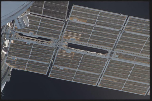 STS097-304-012 - STS-097 - Views of Zvezda's starboard solar array during final flyaround of STS-97