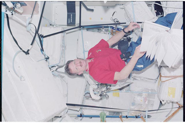STS097-326-008 - STS-097 - MS Tanner working in Node 1 during STS-97's ISS ingress