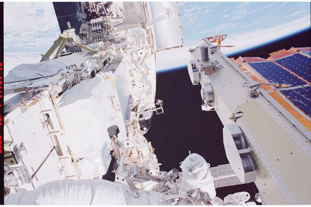 STS097-376-020 - STS-097 - MS Noriega works on the P6 Truss during the third EVA of STS-97