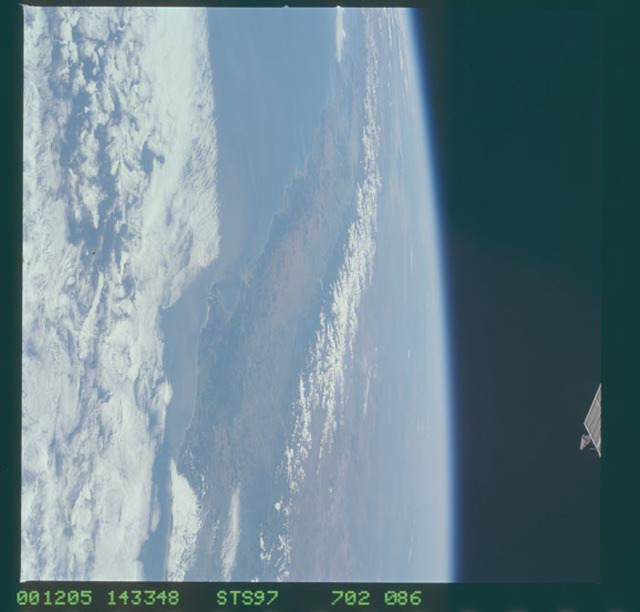 STS097-702-086 - STS-097 - Earth observations of the Andes Mountains taken during the STS-97 mission