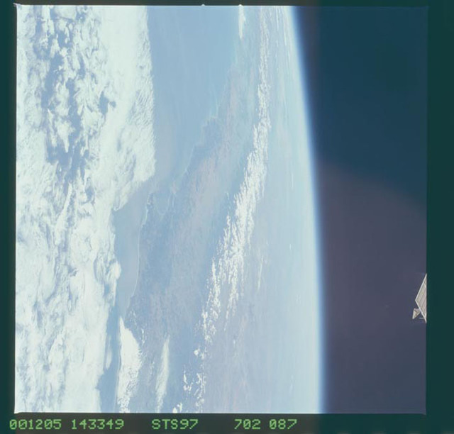STS097-702-087 - STS-097 - Earth observations of the Andes Mountains taken during the STS-97 mission