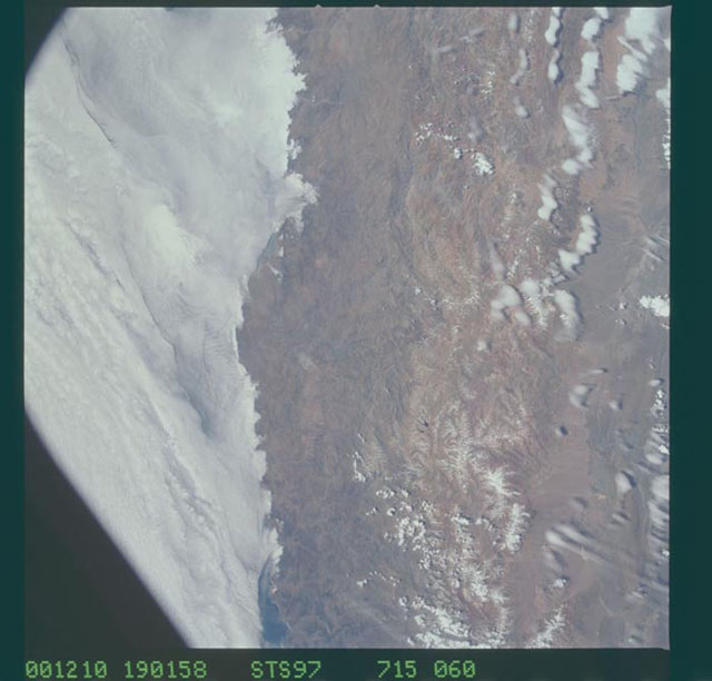 STS097-715-060 - STS-097 - Earth observations of the Andes Mountains taken during the STS-97 mission