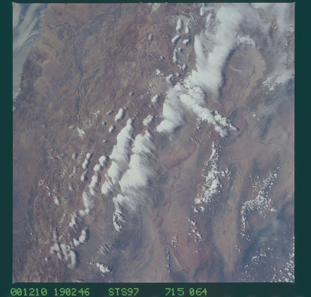 STS097-715-064 - STS-097 - Earth observations of the Andes Mountains taken during the STS-97 mission