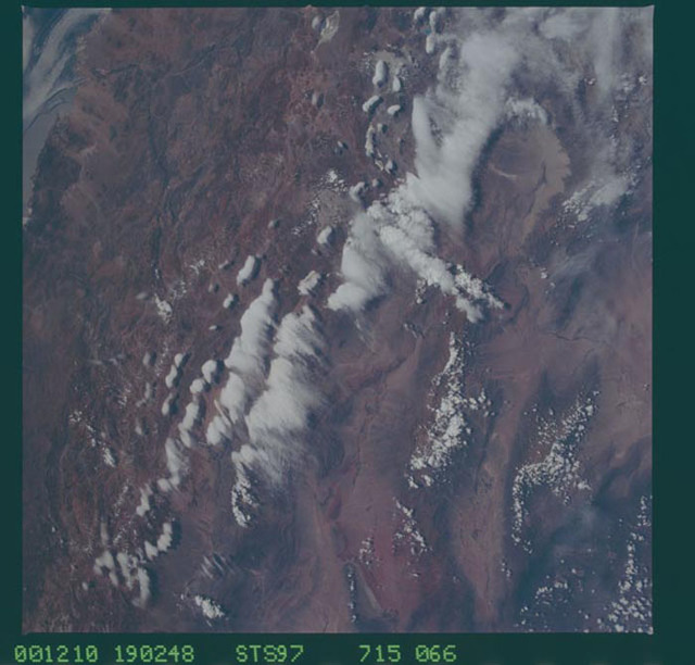 STS097-715-066 - STS-097 - Earth observations of the Andes Mountains taken during the STS-97 mission