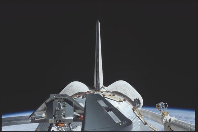 STS098-324-026 - STS-098 - Polansky on flight deck