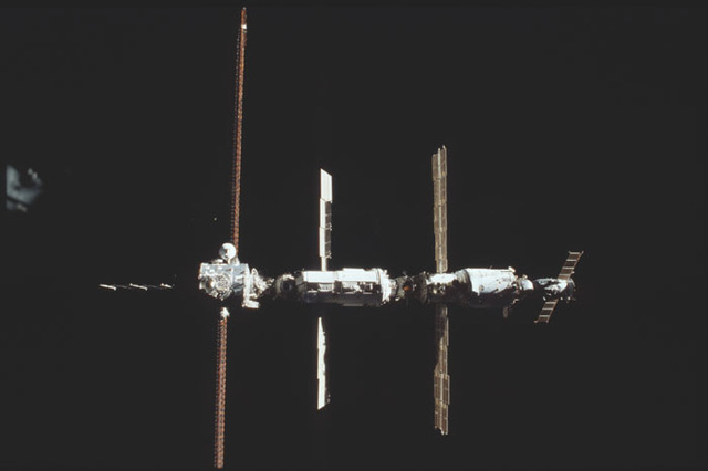 STS098-326-015 - STS-098 - View of ISS during approach