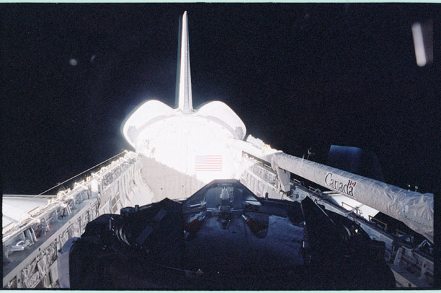 STS098-357-014 - STS-098 - Atlantis empty payload bay with Earth limb