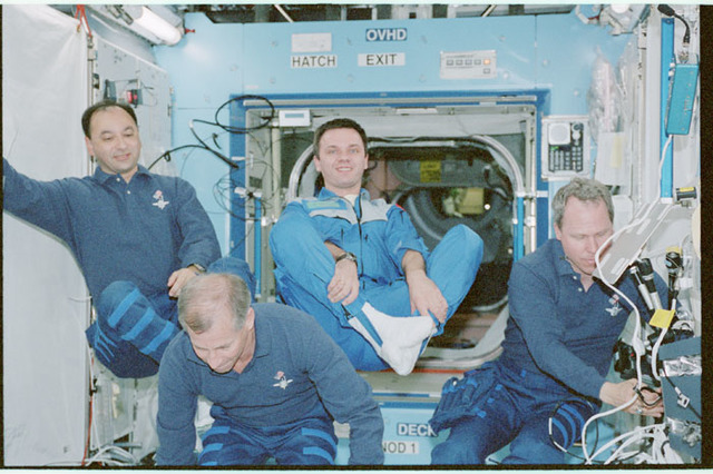 STS098-371-005 - STS-098 - STS-98 and Expedition One crew prepare for on-orbit crew portrait