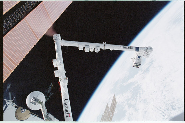 STS100-331-035 - STS-100 - View of the SSRMS, SGANT and P6 Truss solar array taken during STS-100