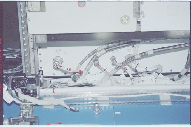 STS100-351-009 - STS-100 - KU-Band hardware