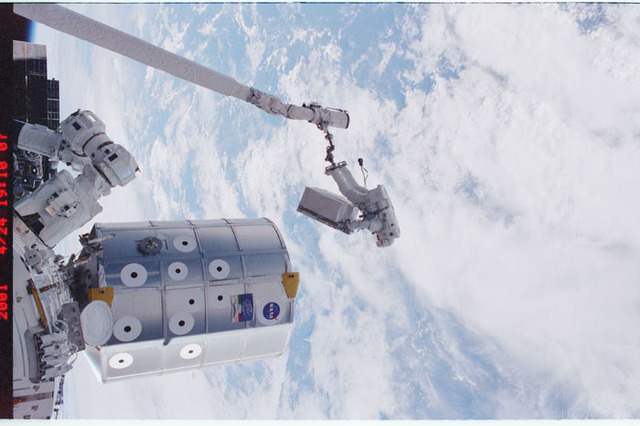 STS100-396-022 - STS-100 - MS Parazynski transfers the DCSU during the second EVA of STS-100