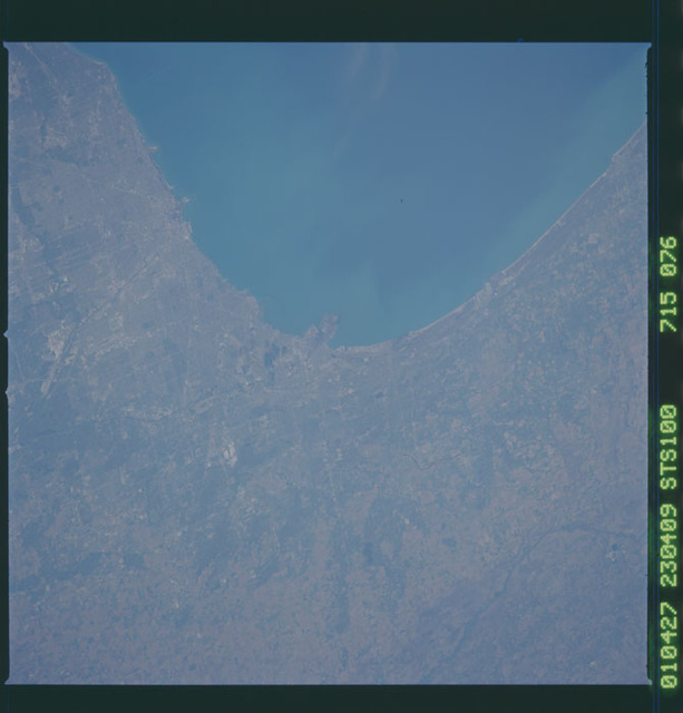 STS100-715-076 - STS-100 - Earth observation image of Chicago taken during STS-100.