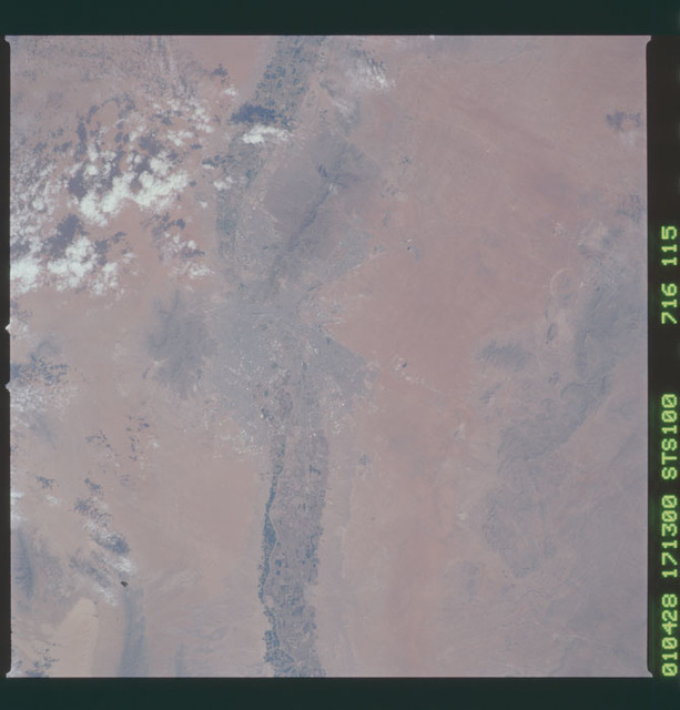 STS100-716-115 - STS-100 - Earth observation image of El Paso, Texas taken during STS-100