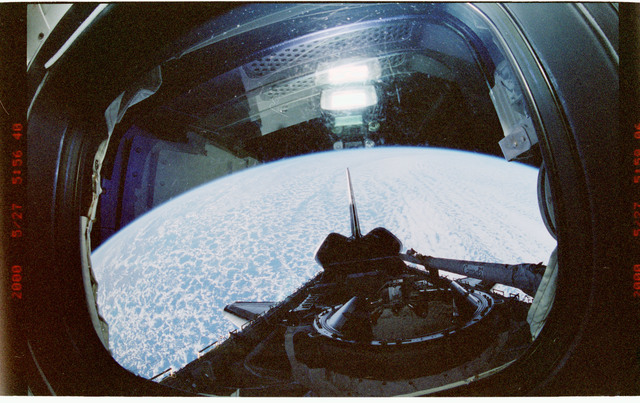 STS101-333-001 - STS-101 - Dark view of empty payload bay during STS-101 mission