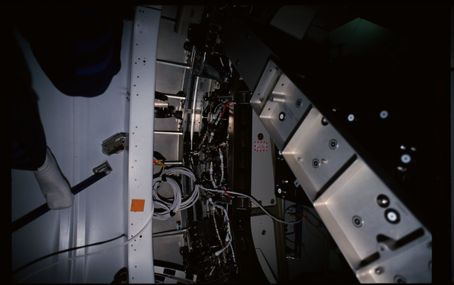 STS101-352-011 - STS-101 - CBCS target mirror attached to bridge on Node 1/Unity hatch during fitcheck