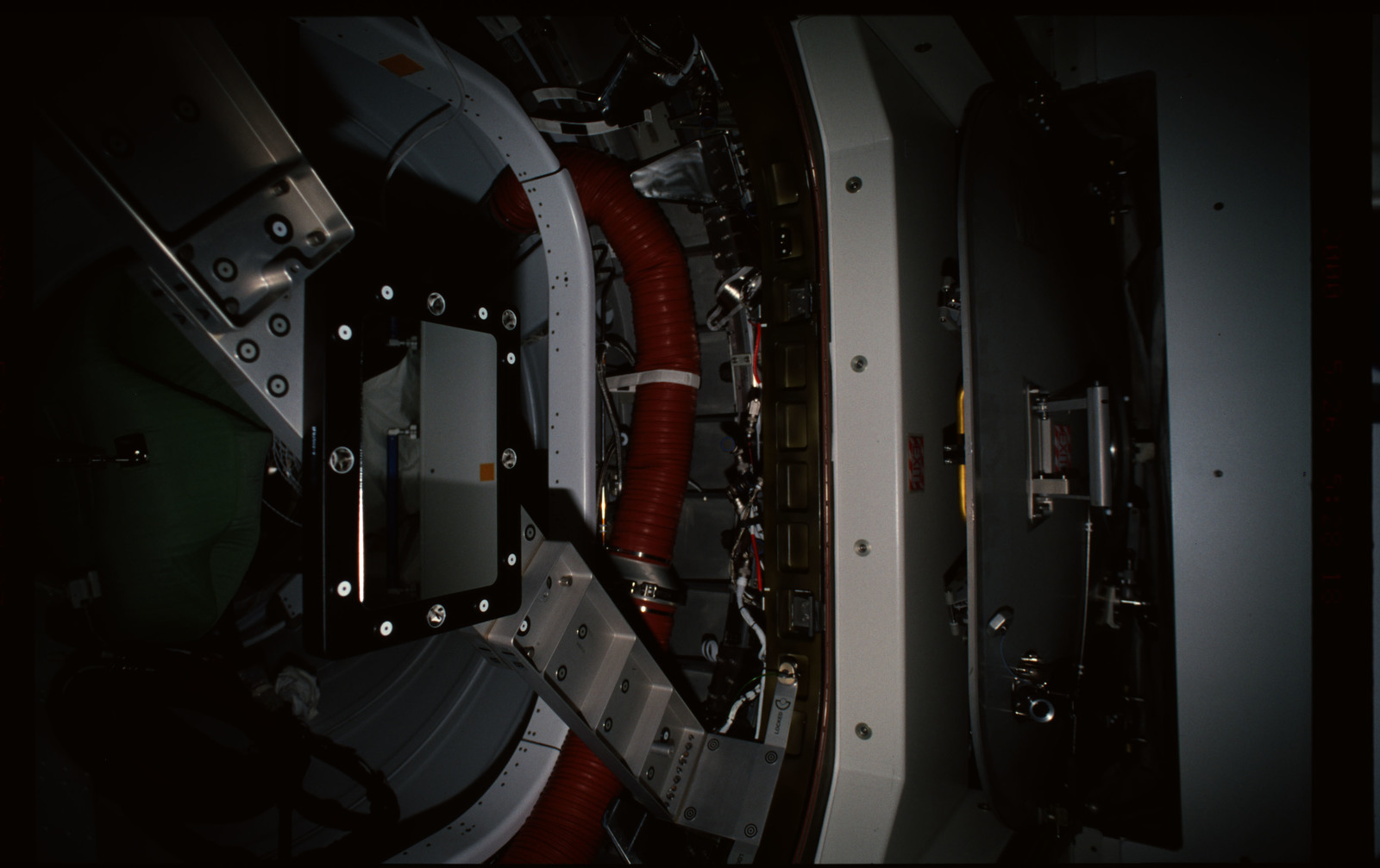 STS101-352-018 - STS-101 - CBCS target mirror attached to bridge on Node 1/Unity hatch during fitcheck