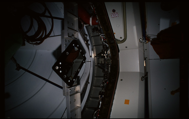 STS101-352-021 - STS-101 - CBCS target mirror attached to bridge on Node 1/Unity hatch during fitcheck