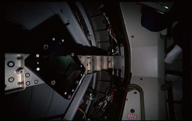 STS101-352-023 - STS-101 - CBCS target mirror attached to bridge on Node 1/Unity hatch during fitcheck