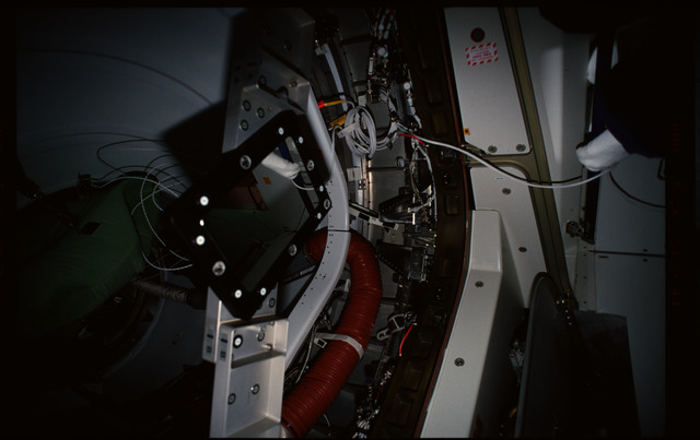 STS101-352-025 - STS-101 - CBCS target mirror attached to bridge on Node 1/Unity hatch during fitcheck
