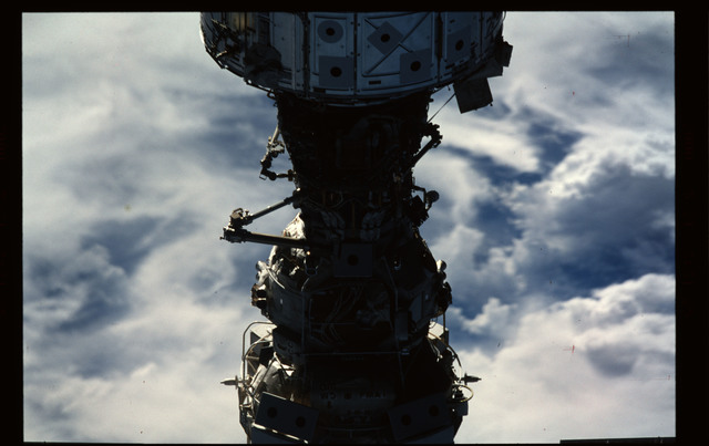STS101-355-017 - STS-101 - Documentation of the ISS during approach