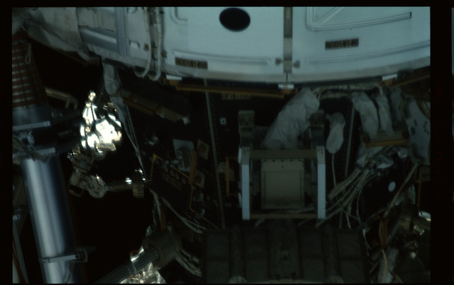 STS101-359-011 - STS-101 - Documentation of the ISS by STS-101 crew