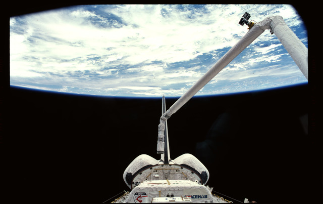 STS101-367-033 - STS-101 - RMS arm extended with Earth limb in the background