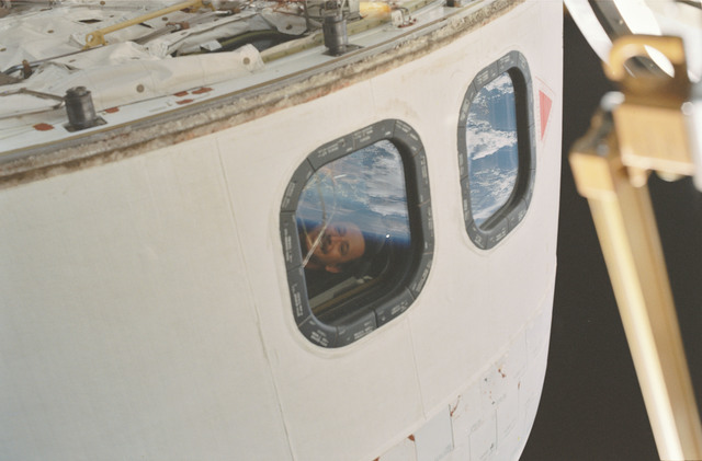 STS101-373-012 - STS-101 - View of Horowitz in the crew cabin overhead windows