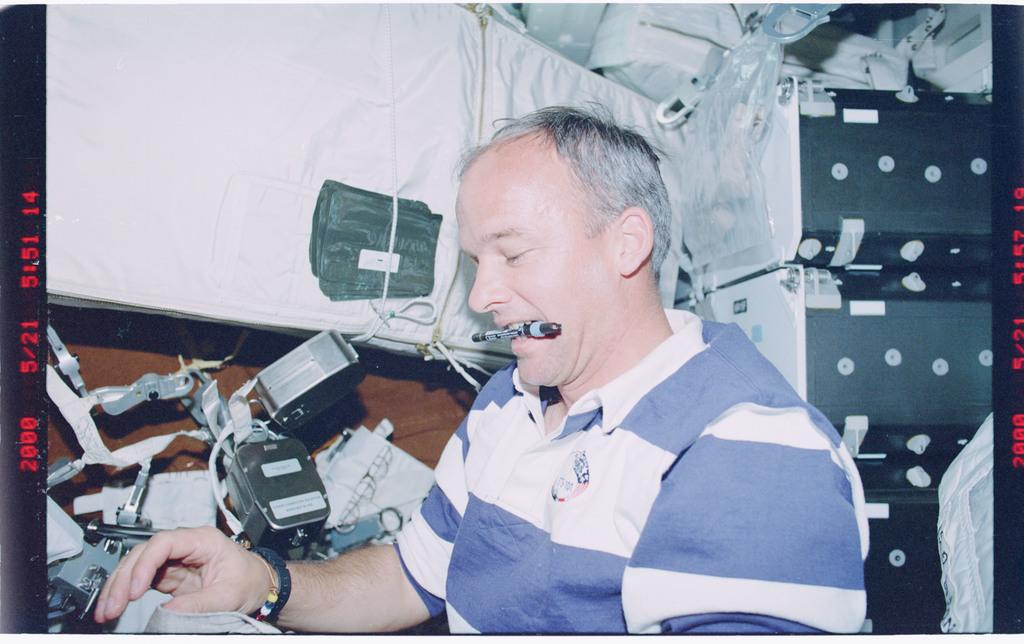 STS101-381-029 - STS-101 - MS Williams examines EVA hardware prior to docking
