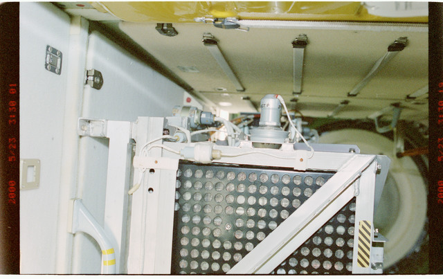 STS101-391-031 - STS-101 - TORU assembly in the FGB/Zarya module