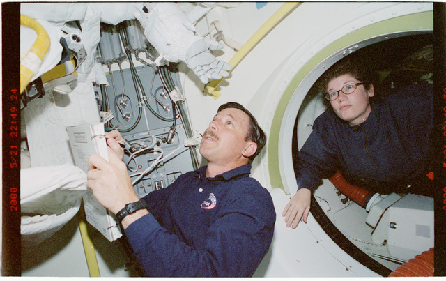 STS101-392-030 - STS-101 - PLT Horowitz and MS Helms prepare for EVA