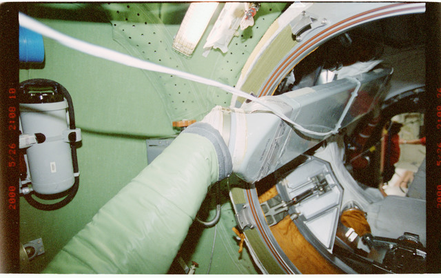 STS101-394-004 - STS-101 - View of ventilation hoses aboard the ISS