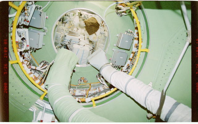 STS101-394-008 - STS-101 - View of ventilation hoses aboard the ISS