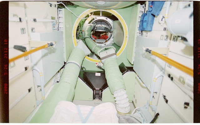 STS101-394-012 - STS-101 - View of ventilation hoses aboard the ISS