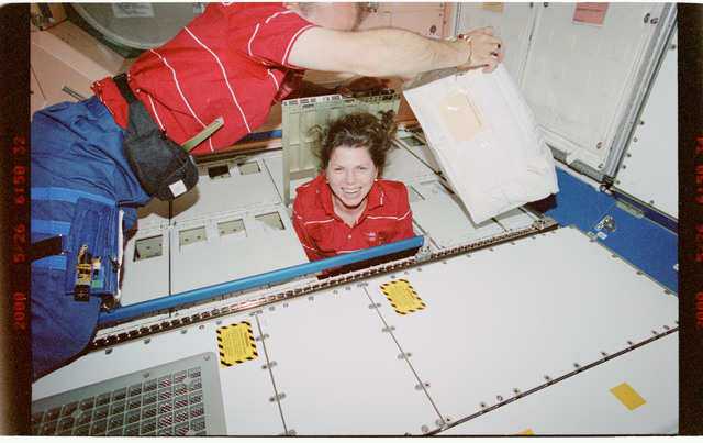 STS101-395-026 - STS-101 - MS Weber and Williams in Node 1/Unity module