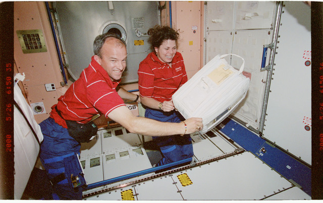 STS101-395-028 - STS-101 - MS Weber and Williams in Node 1/Unity module