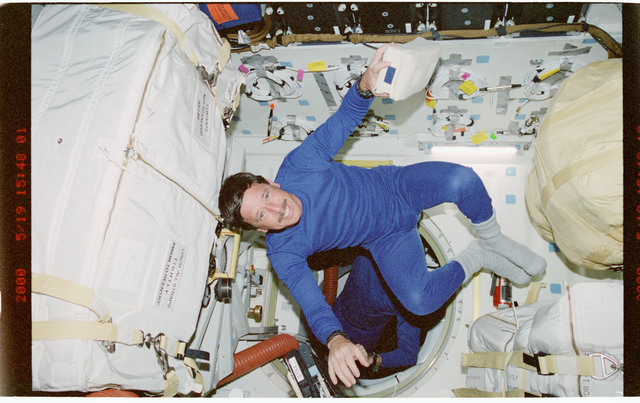 STS101-399-002 - STS-101 - PLT Horowitz floats in front of the airlock hatch