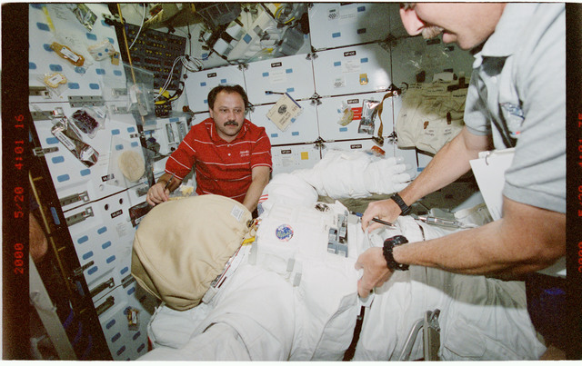 STS101-399-030 - STS-101 - MS Usachev on middeck with EMU