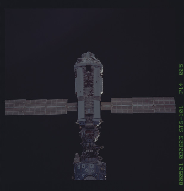 STS101-714-025 - STS-101 - Documentation of the ISS during approach
