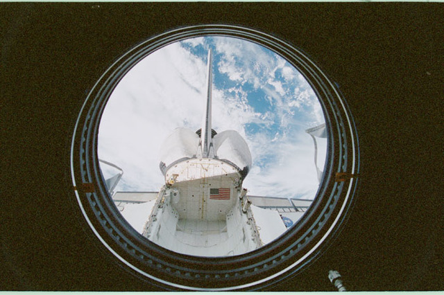 STS102-368-019 - STS-102 - Empty orbiter payload bay as seen from U.S. Laboratory/Destiny window