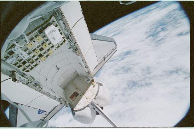 STS102-368-021 - STS-102 - Empty orbiter payload bay as seen from U.S. Laboratory/Destiny window
