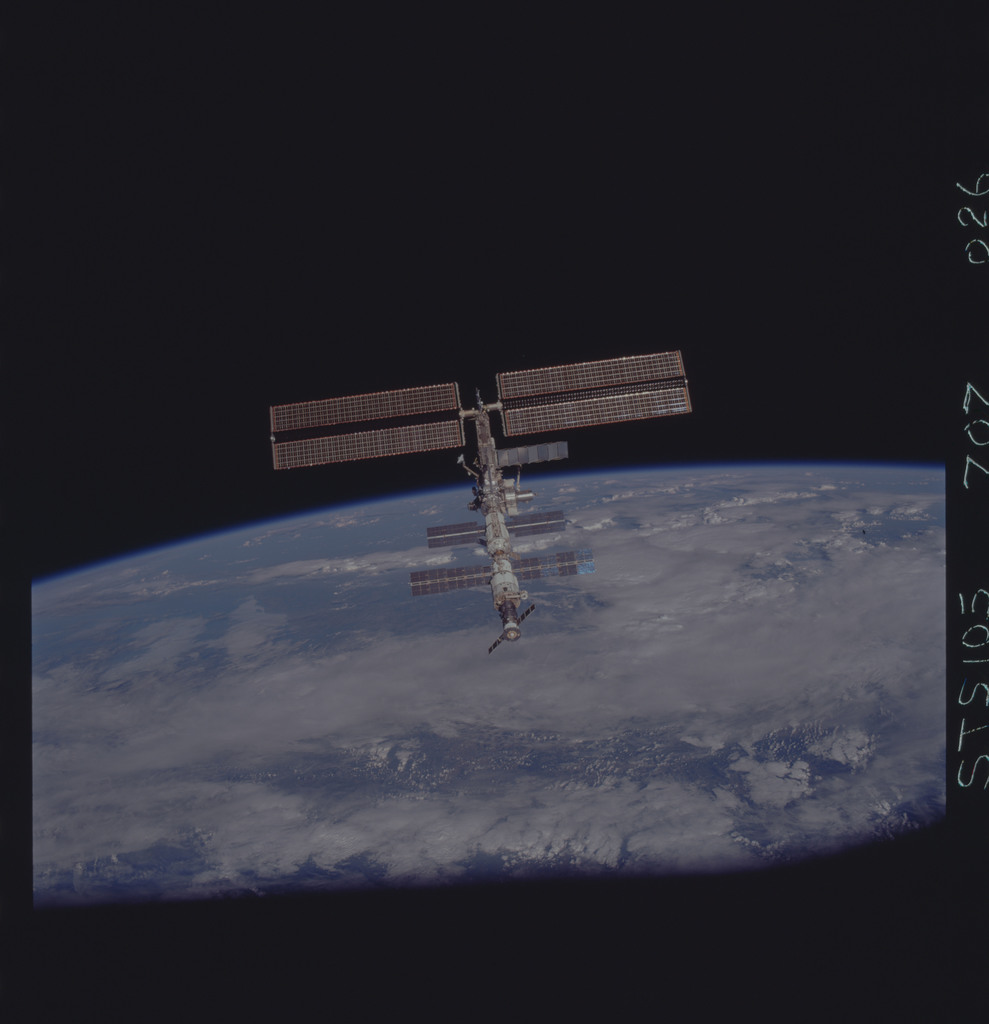STS105-707-026 - STS-105