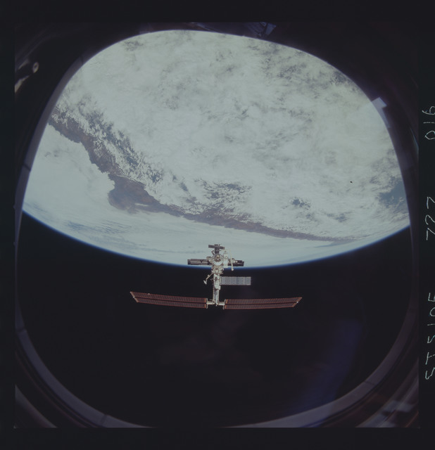 STS105-727-016 - STS-105 - Flyaround documentation of the ISS over the Earth limb after undocking